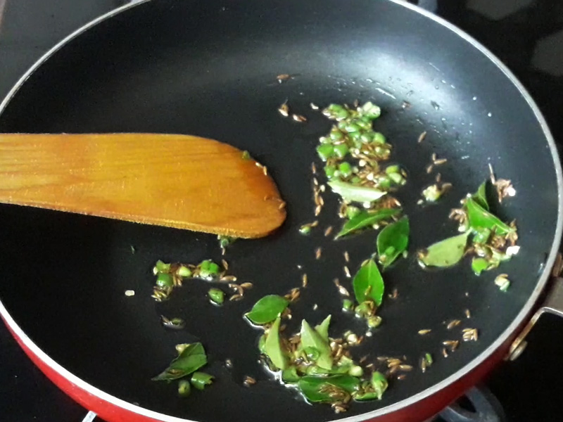 curry leaves added in tadka