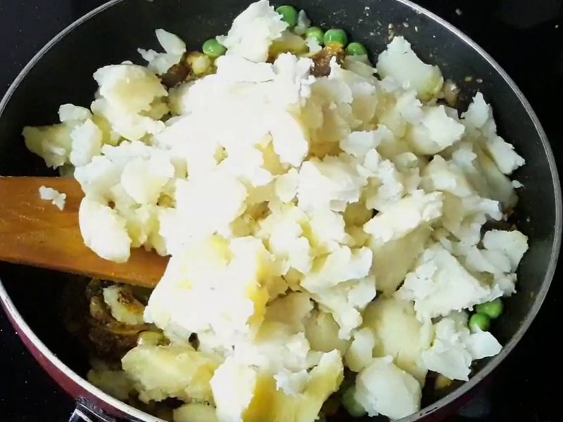 add mashed potato in mixture