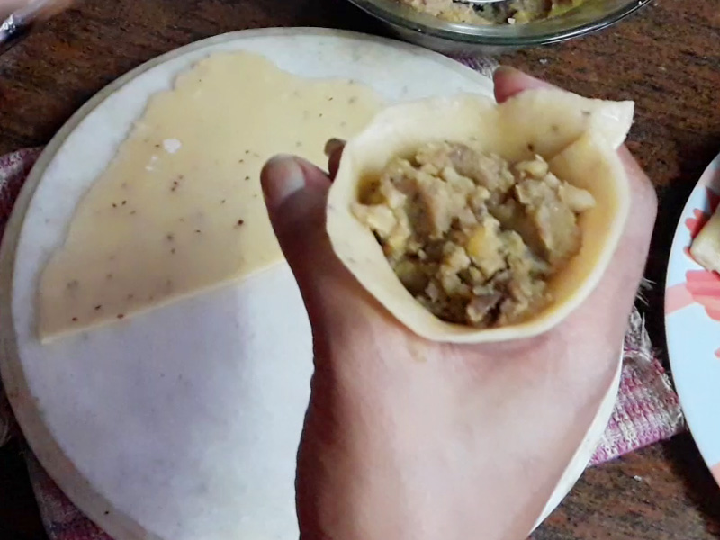 put the samosa stuffing in samosa layer