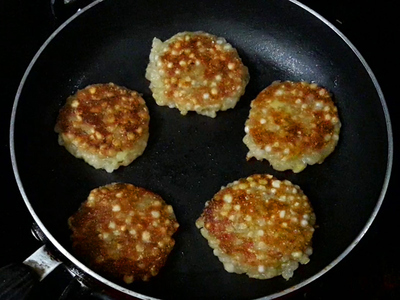 golden brown sabudana vada from one side
