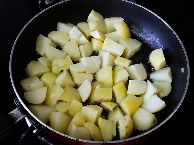 frying-boiled-potatoes